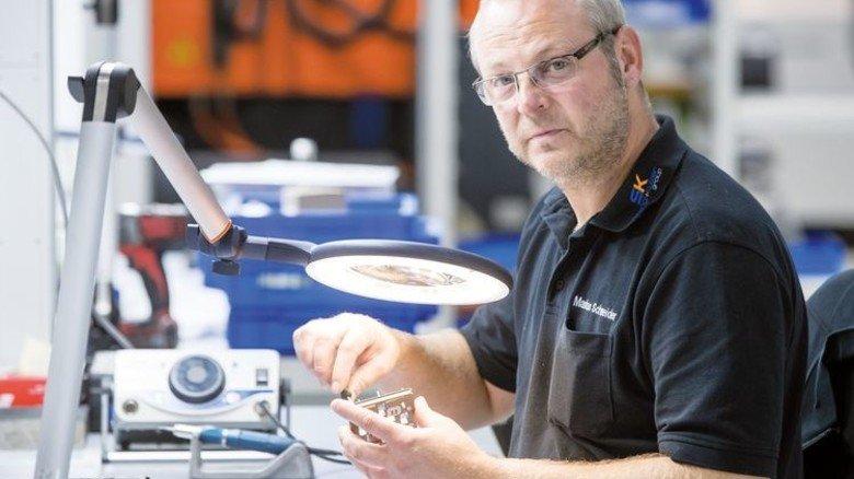 Ausbildung erfolgreich beendet: Stangl-Mitarbeiter Markus Schneider (47). Foto: Karmann