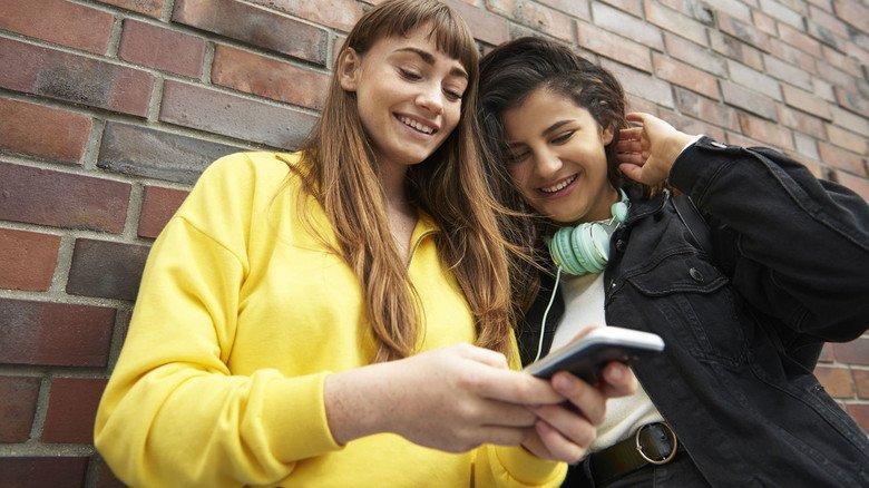 Mobil streamen: Das ist besonders bei Jugendlichen beliebt, verbraucht allerdings viel Energie.