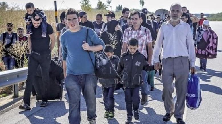 Unterwegs in den Norden: Flüchtlinge auf ihrem Weg durch die Türkei. Foto: dpa