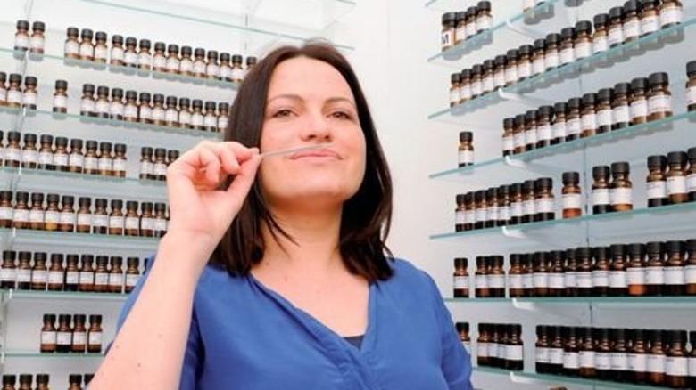 Feine Nase: Isabelle Levert kann hier aus 1300Aromen wählen. Foto: Wirtz