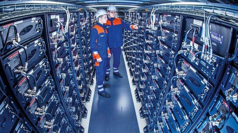 Batteriespeicher in Schwerin: Mit den 53.400 Lithium-Zellen gleicht der Stromversorger Wemag kurzfristige Netzschwankungen aus.