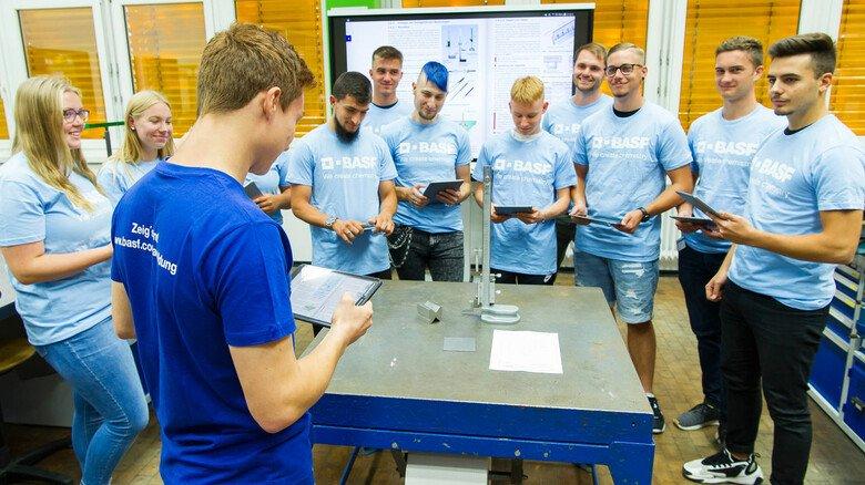 Azubi-Alltag bei der BASF: Das Lernen hat sich mit digitalen Tools stark verändert.