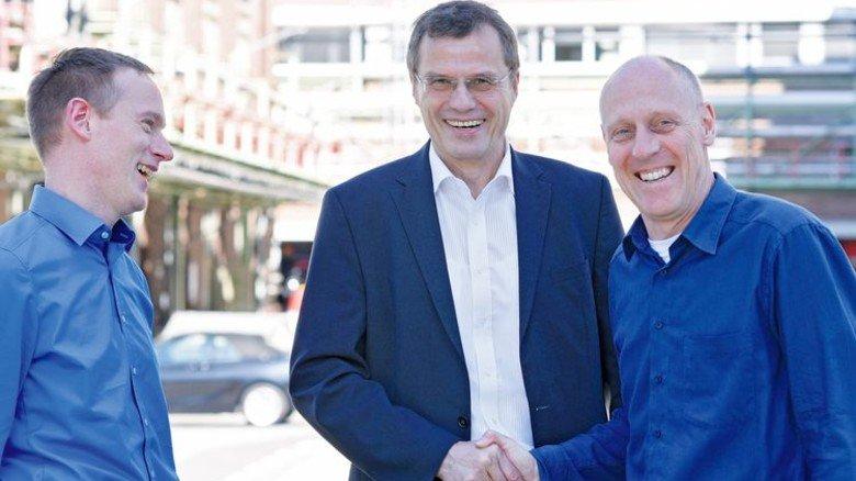 Kollegen: Constantin Frerick (links) und Joachim Rehse treffen ihren ehemalischen Chef. Foto: Wirtz