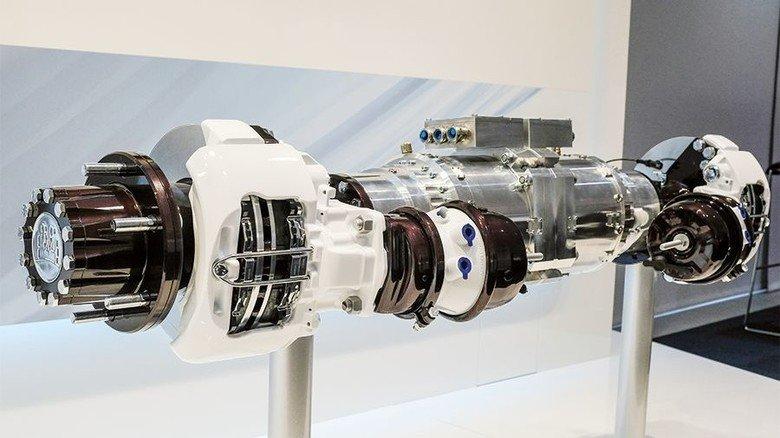 So sieht die Innovation aus: In der Hinterachse stecken zwei Elektro-Motoren für den umweltfreundlichen Antrieb. Foto: Werk