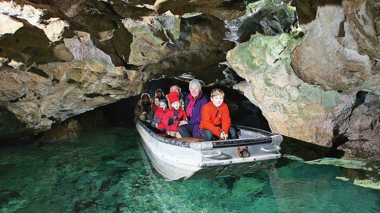 Bootstour: Ein Teil der 1.260 langen Wimsener Höhle lässt sich so erkunden.