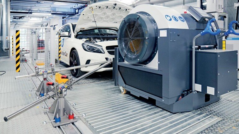 Abgaskontrolle: Messung im Mobilitäts- und Antriebszentrum des Tüv Süd in Heimsheim bei Stuttgart.