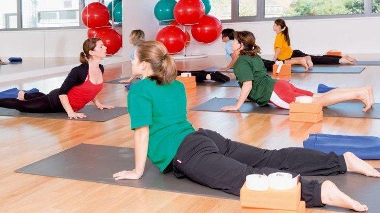 """Entspannung; Im """"LuFit"""" der BASF können Mitarbeiter Yoga-Kurse belegen. Foto: Werk"""
