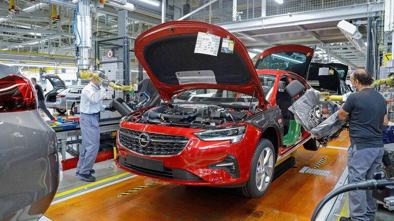Produktion bei Opel: Die Automobilhersteller und ihre Zulieferer stehen derzeit ganz besonders unter Druck.