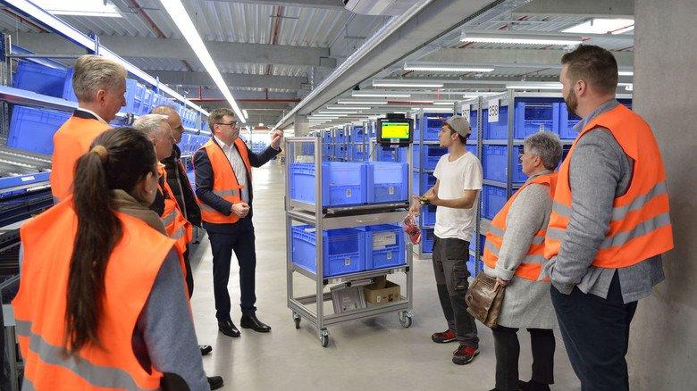 Führung durch die Elektrofabrik von Jäger Direkt in Heppenheim: Die Digitalisierung hilft,  Kundenwünsche noch besser zu erfüllen.