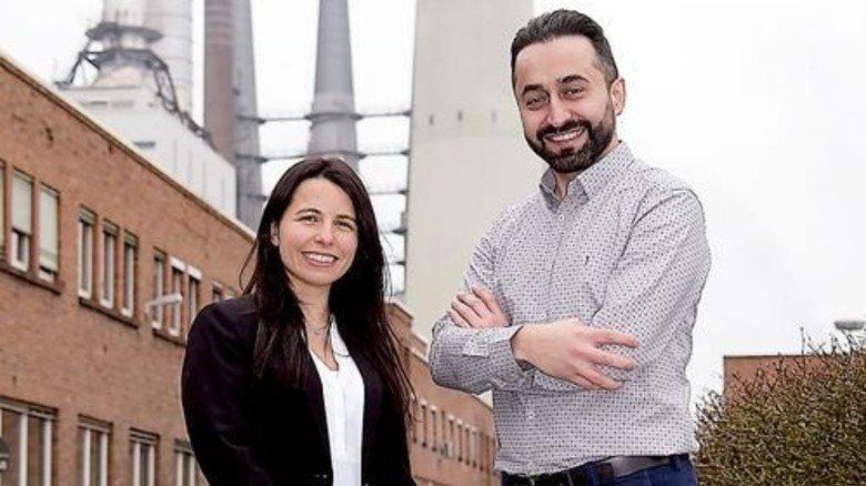 Kollegen mit ausländischen Wurzeln: Anabella Krieger und Mehmet Poyraz. Foto: Sandro