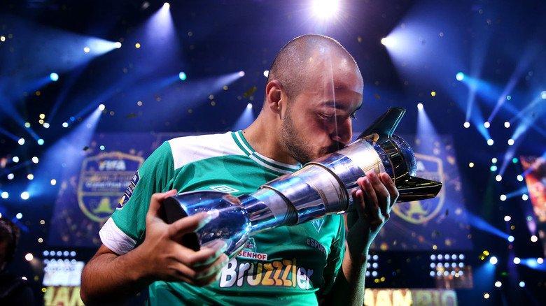 """Titel-Triumph: Der Deutsche Mohammed Harkous ist amtierender Weltmeister in der Fußball-Simulation """"Fifa""""."""
