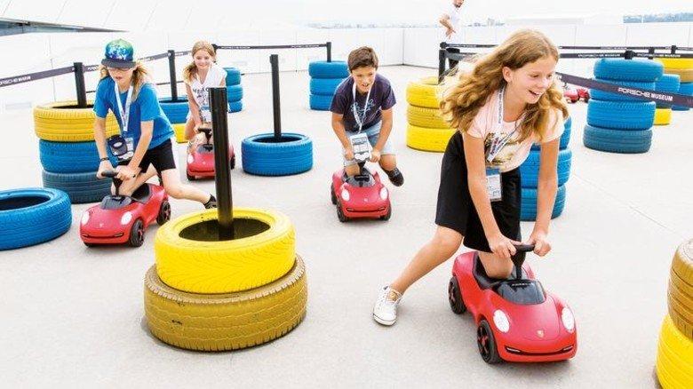 Sportlich: Im Porsche Museum trainieren künftige Rennfahrer. Foto: Veranstalter