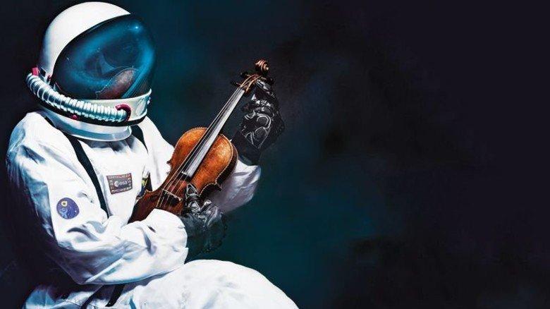 Wie ein Astronaut: Ein Motiv der aktuellen Plakatkampagne des Planetariums. Foto: IN.D