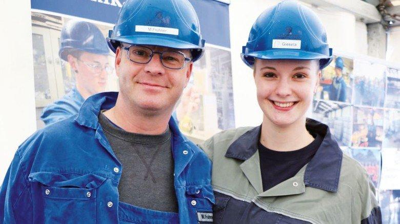 Familiär: Michael Fruhner mit seiner Tochter Jasmin, die eine Ausbildung in dem Nordenhamer Unternehmen macht. Foto: Zinkhütte