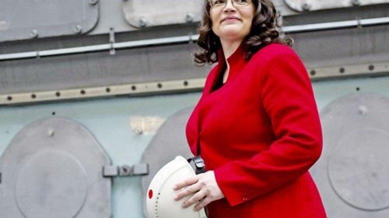 Blick in die Praxis: Arbeitsministerin Andrea Nahles kürzlich auf einem Werkbesuch. Foto: Imago