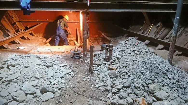 Mühsam: 1932 wurde tonnenweise Beton als Ballast ins Schiff eingebracht, was die jetzigen Arbeiten zusätzlich erschwerte.