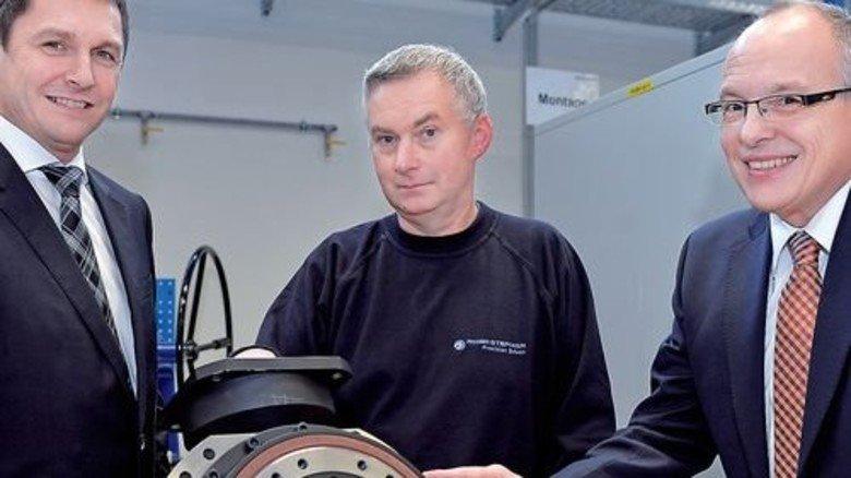 Innovativ: Firmenchef Chris Morrell mit Edgar Nickelsdorf und Matthias Nentwig (von rechts). Foto: Bahlo
