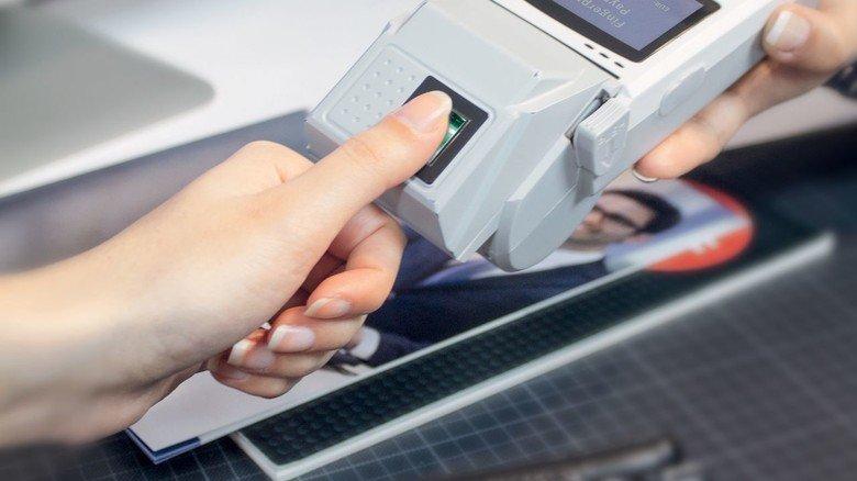 Bargeldlos: Die Scanner von Dermalog machen auch Zahlvorgänge sicherer und unkomplizierter.