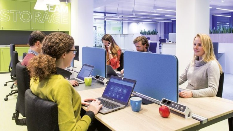 """Keine festen Arbeitsplätze: """"Touch-Down""""-Büro in der dritten Etage. Foto: Philips/Frank von Wieding"""