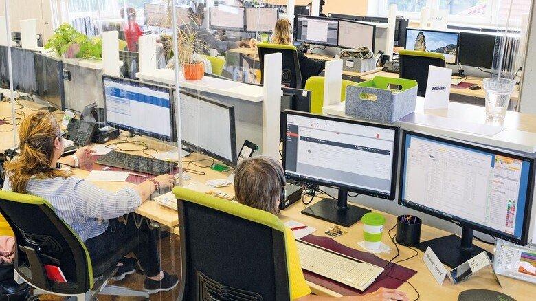 Im Telefonstudio: Hier geben 100 Mitarbeiter in insgesamt 26 Sprachen technische Auskunft an Anrufer aus aller Welt.