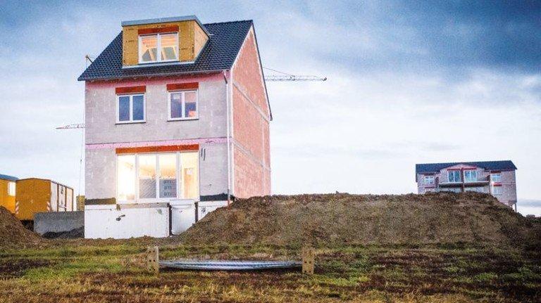Baustelle in der Provinz: Die geplante Subvention dürfte zu Neubauten in der Nähe leer stehender Häuser führen. Foto: dpa