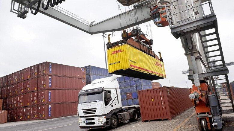 Bereitet der bayerischen Metall- und Elektro-Industrie Sorge: Der Export ist 2020 stark eingebrochen. Neben Corona hemmen Handelsbarrieren den freien Warenverkehr.