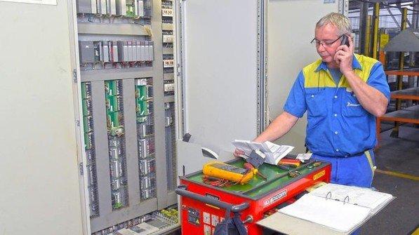 """""""Ja, geht klar"""": Über das Diensthandy sind die Kollegen schnell erreichbar. Foto: Sandro"""