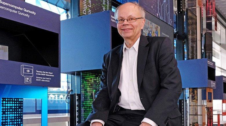 Besucherzentrum der BASF: Im Gespräch mit Lothar Franz.
