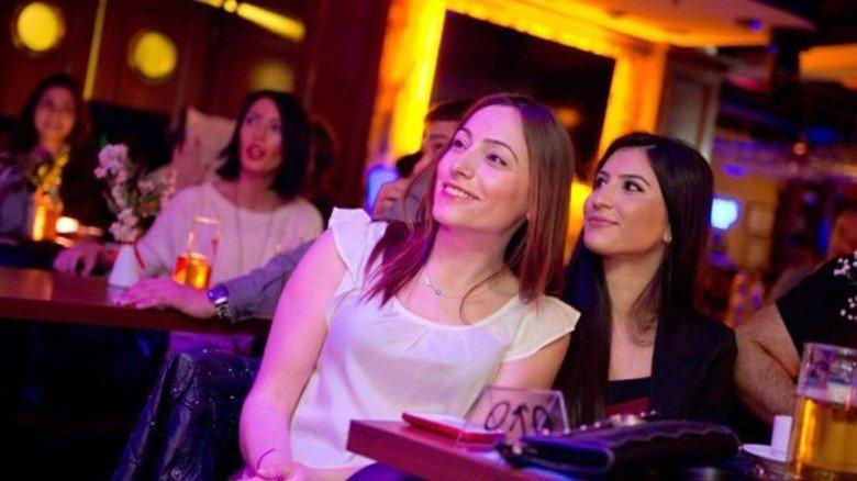 Zeigen Gesicht: Junge Türkinnen feiern in einem Istanbuler Szene-Klub.