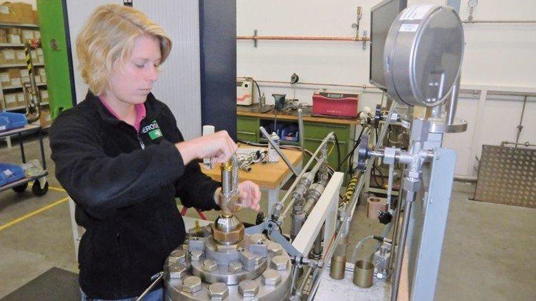 Fachkraft: Bei Herose arbeitet Mirka Derlin im Kundendienst und im Prüffeld. Foto: Werk