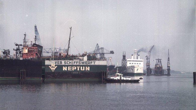 Nach der DDR-Gründung: Die volkseigene Werft Neptun gehörte zu den großen Schiffbaubetrieben der DDR und beschäftigte in ihren besten Zeiten rund 7.000 Menschen.