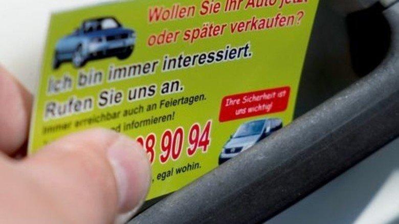 Ruf! Mich! An! Millionen Autofahrer kennen diese Kärtchen. Foto: Roth