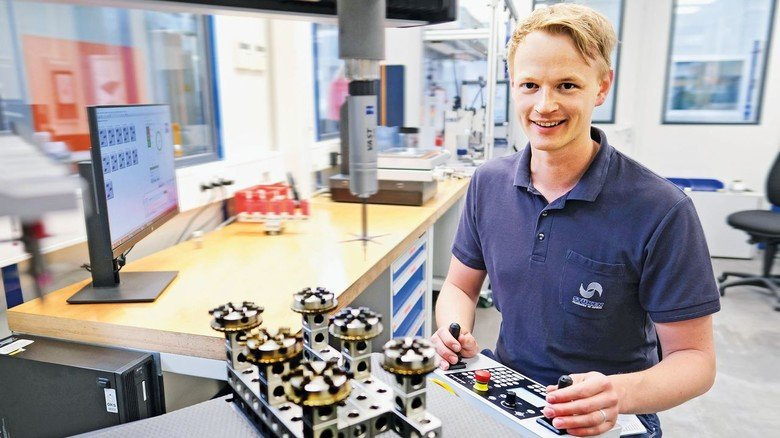 Produktion: Stimmen die Maße? Industriemechaniker Andreas Möller hat gut zu tun.
