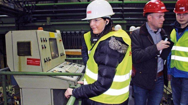 … und beim Kupferverarbeiter KME in Menden im Rahmen des Arbeitskreises SchuleWirtschaft. Foto: MAV