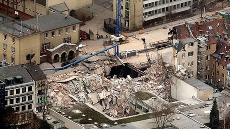 Eine Katastrophe: Der Einsturz des Kölner Stadtarchivs 2009. Foto: dpa