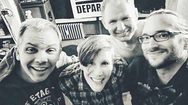 """Mit Band: Grünerts raue Stimme gehört zum Markenzeichen von """"Noise Department""""."""