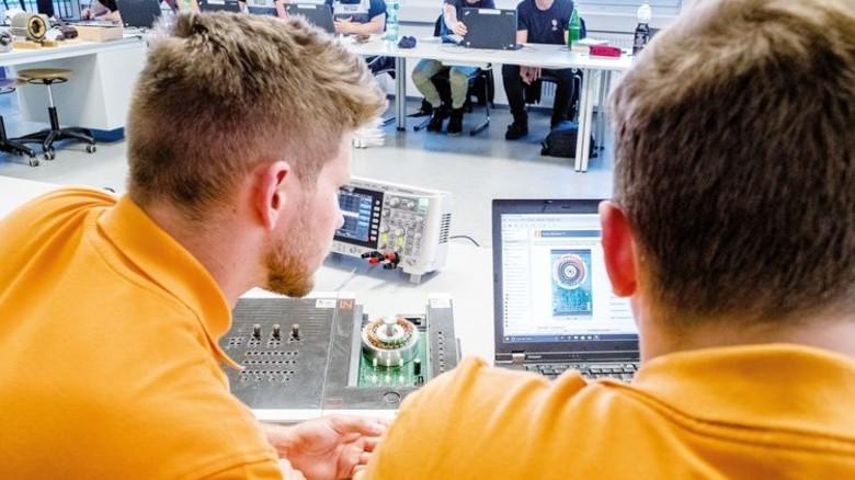 Vernetzt: Die Möglichkeiten des computergestützten Systems machen das Lernen leichter. Foto: Roth