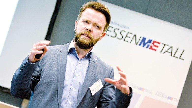 Professor Christian Überall von der Technischen Hochschule Mittelhessen in Gießen.
