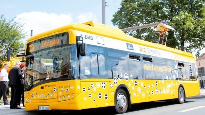 Im Einsatz: Stromabnehmer auf einem E-Bus in Dresden. Foto: DVB