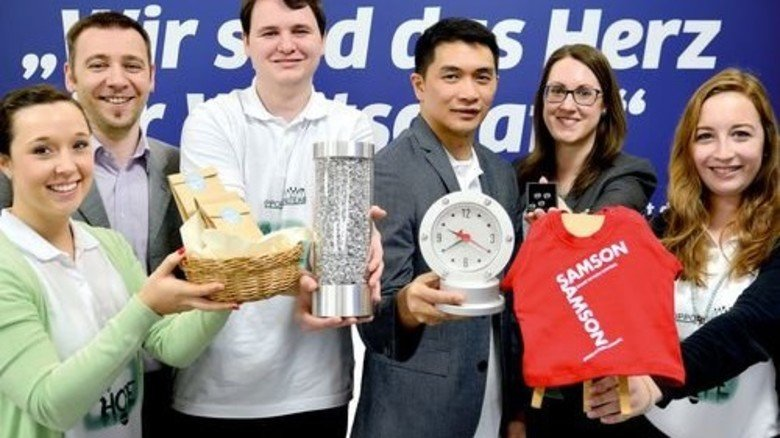 """Sieger Kategorie """"Administration"""": Maren Gilzinger, Helmut Klamer, Thomas May, Emmanuel Rosenkranz, Kathrin Leske und Lisa Schleifenbaum (von links). Foto: Scheffler"""