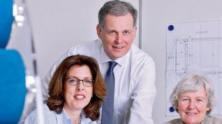 Alles in Familienhand: Georg zur Nedden mit Ehefrau Dawn und seiner Mutter Dagmar zur Nedden. Foto: Werk