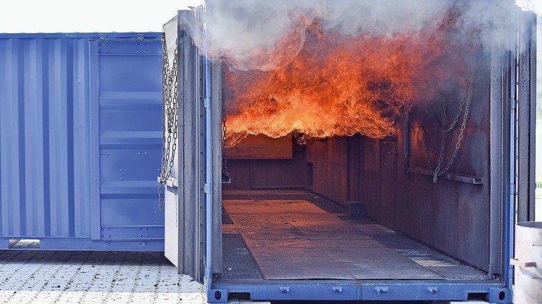 Realistisch: Propangas sorgt dafür, dass es in der Containeranlage richtig heiß wird.