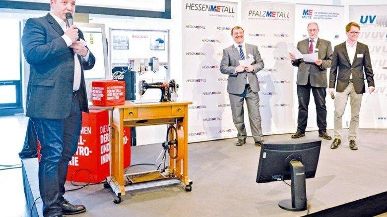 Nähmaschine 4.0: Das Team vom Bosch-Rexroth-Werk Erbach bringt Omas Helfer ins digitale Zeitalter. Foto: Scheffler