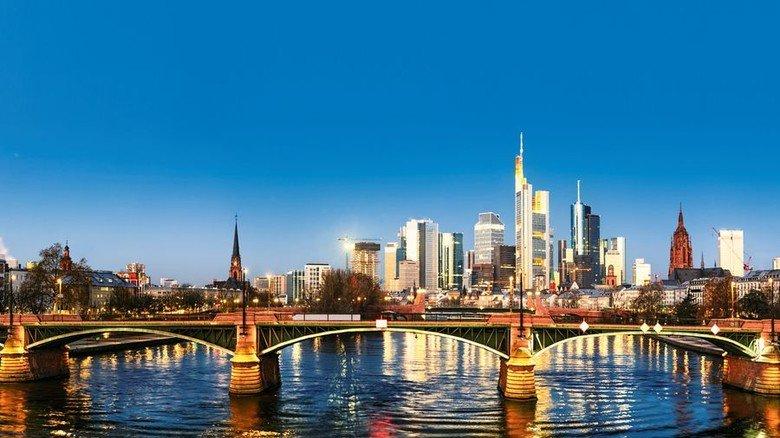 Skyline von Frankfurt: Die Türme der Baknen prägen das Bild. Foto: Adobe Stock