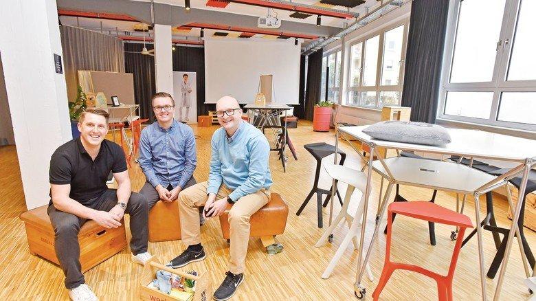 Sören Lauinger, Christian Frank und Anton Feld (von links nach rechts) leiten das Werk_39.