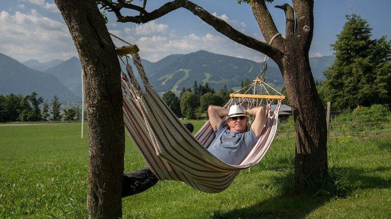 Entspannter Rentner: Wer sich frühzeitig um die Organisation seiner Rente kümmert, macht sich am Ende weniger Stress.