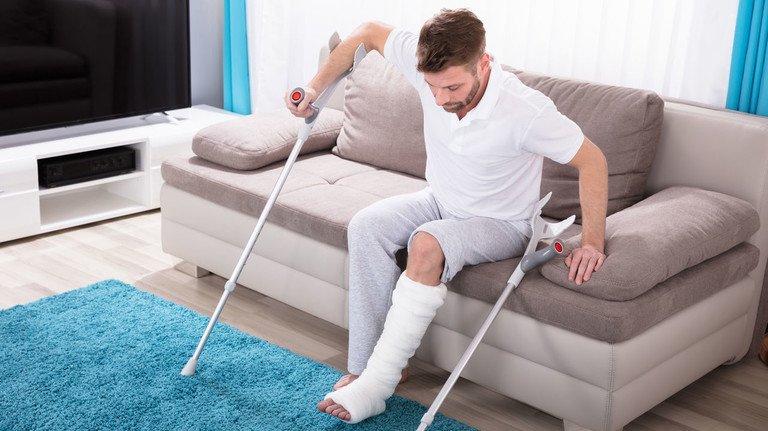 Ausfall im Job: Wer wegen Krankheit länger ausfällt, hat meistens Anspruch auf Krankengeld.
