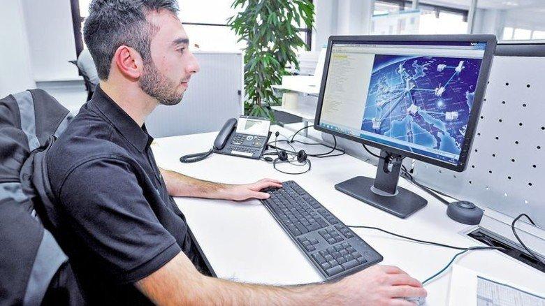Fit am PC: Die Hälfte der Arbeit fällt im Büro an. Foto: Sigwart