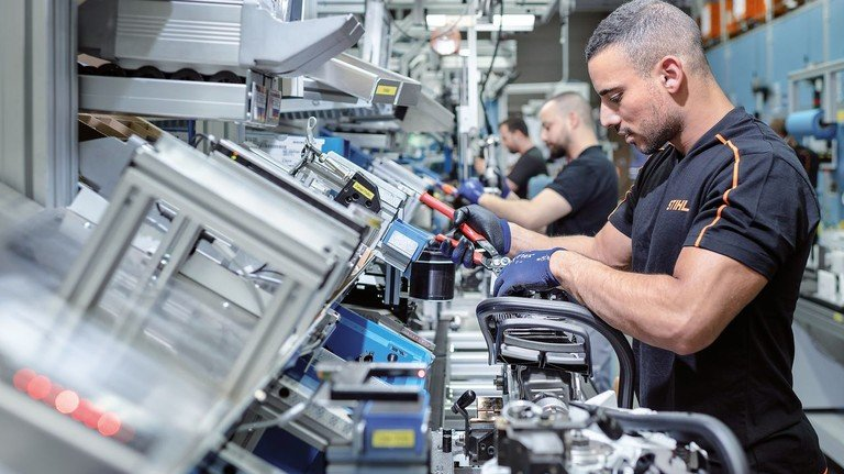 Montage: Allein in Waiblingen hat Stihl mehr als 3.500 Beschäftigte.