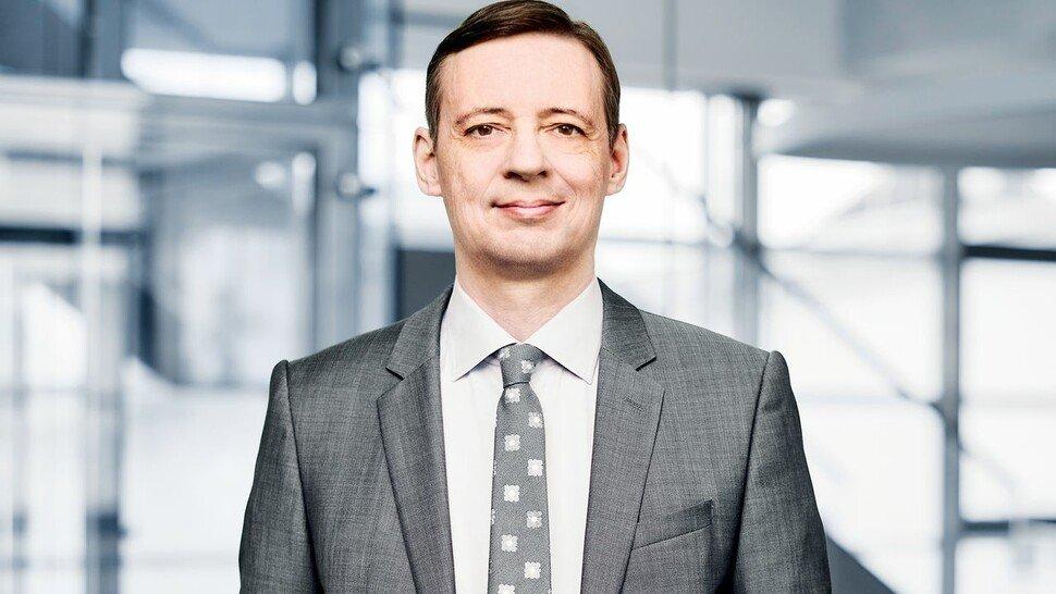 Carlo Lazzarini, Vorstandssprecher der Progress-Werk Oberkirch AG. Das Unternehmen ist mit insgesamt 3.200 Mitarbeitern Partner der weltweiten Automobil-Industrie und liefert Metallkomponenten und Subsysteme in Leichtbauweise.